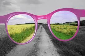 rózsaszín szemüveg